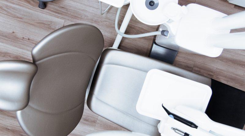 der Zahnarzt sorgt für Biss (und Kosten)